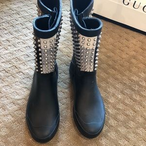 Burberry rain boots with SpiKeS